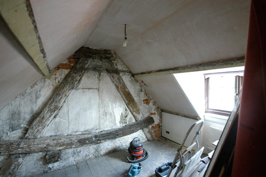 Finish plaster on plasterboard in attic room